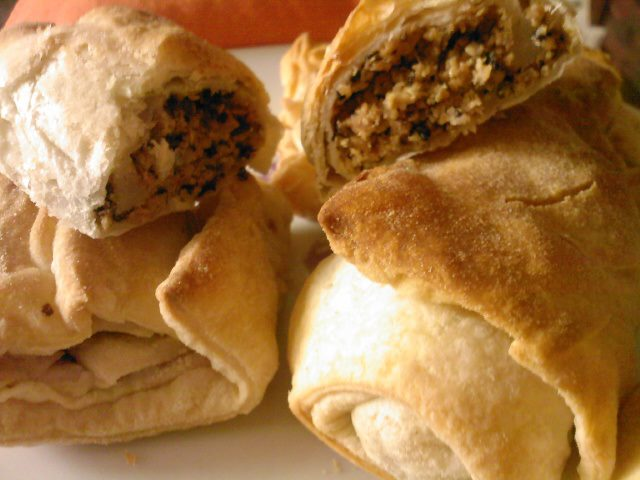 Soy and seaweed puffed pastry rolls
