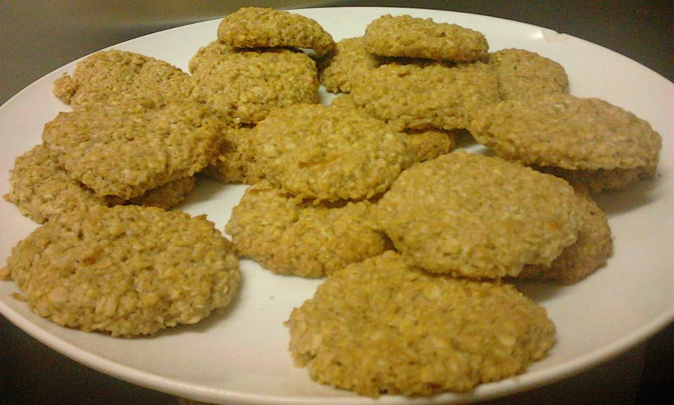 Whole oats, cinnamon and lemon cookies