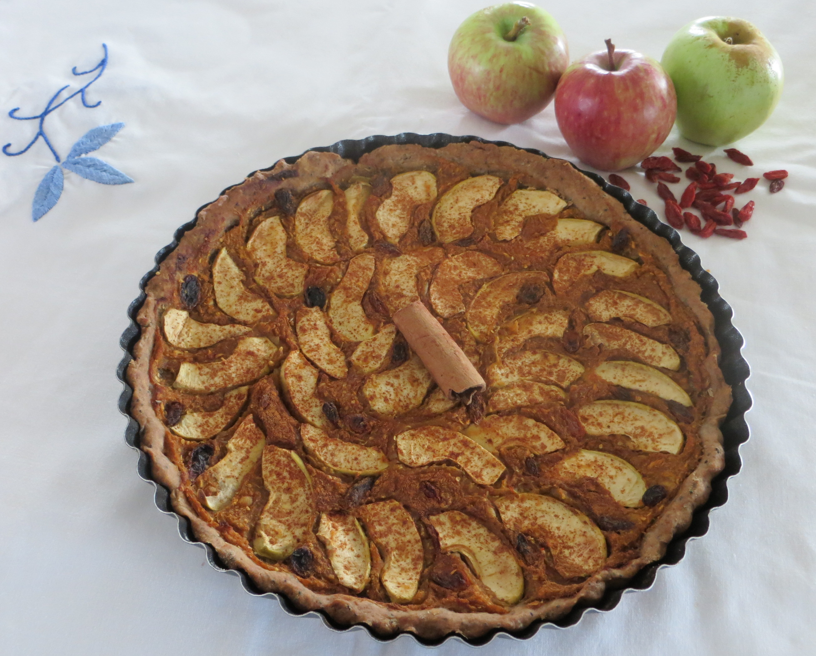 Apple and gojis pie