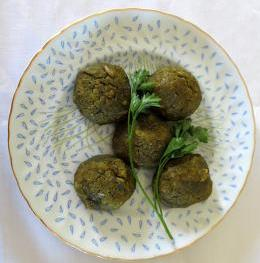 Dish with okara and spinach meatballs and parsley